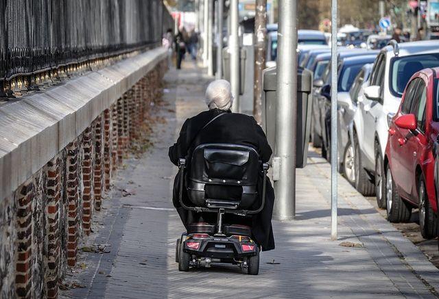 Gdzie osoby niepełnosprawne spotykają się z trudnościami?